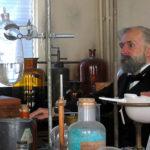 Alfred_Nobel_i_laboratoriet_s